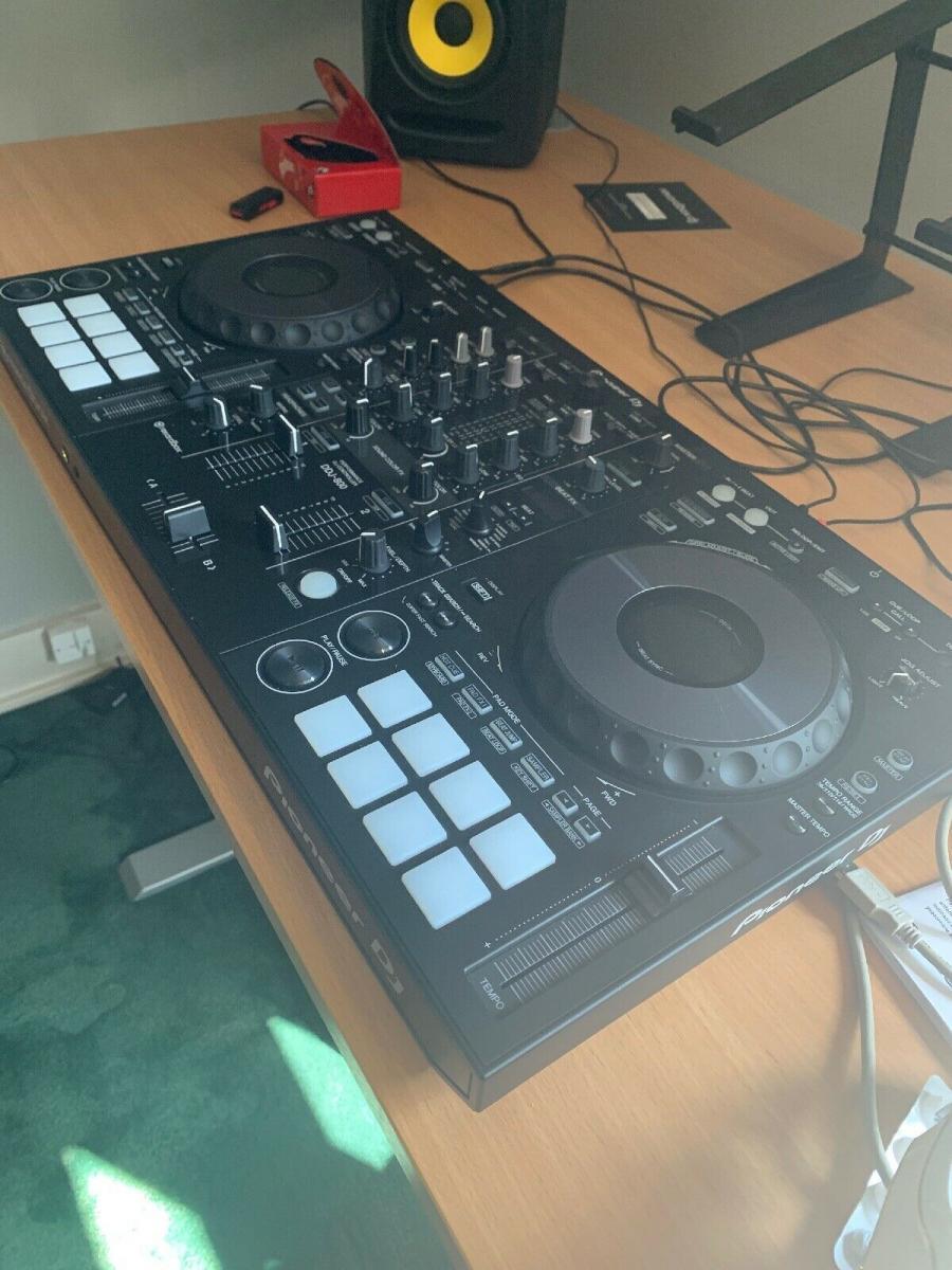 Pioneer DDJ-800 2-deckový digitální DJ ovladač (1/3)