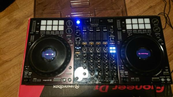 Na prodej nový řadič Pioneer DJ DDJ-1000